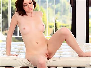 Victoria Voss luvs to satiate her ideal pinkish cooch