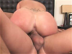 London Keys bounces her vagina on this immense cock