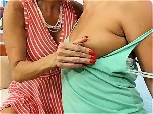 SEXYMOMMA blonde scissoring with accomplished stepmom