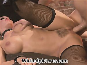 domme Nicole Aniston controls her dude