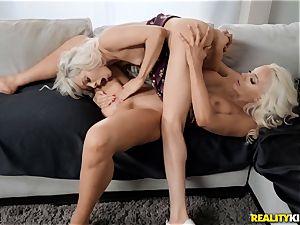 blondie labia fun with Elsa Jean and Nicolette Shea