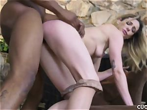 ebony stud humps his manager promiscuous wife Dahlia Sky