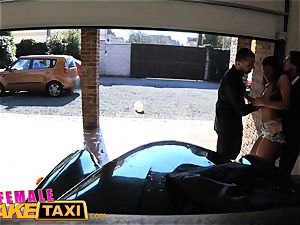 lady fake cab fantastic taxi driver wants double facial