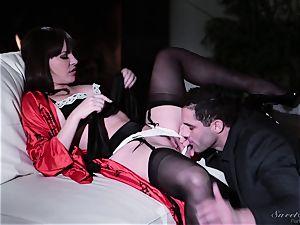 Dana DeArmond boinked in her pussylips