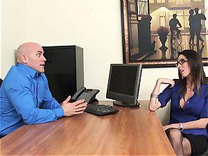 Office ultra-cutie Dava Foxx Blows Her chief to Keep Her Job