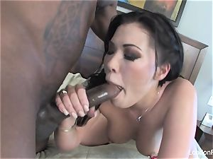 London Keyes takes some black pecker on her culo