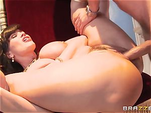Divine mature Lisa Ann tests meaty sausage on Olympus