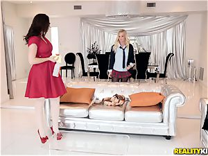 Chanel Preston and Bailey Brooke lesbo threeway