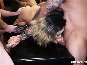 Holly Hendrix Gets filled utter Of Creampies
